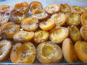 Baked apricots with caraway and maple syrup