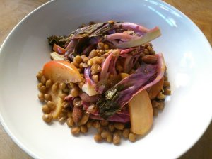Baby kale and apple salad with orange marinade and lentils